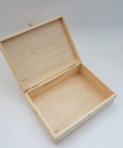 Cutie din lemn natural – cu închizătoare – 34x25x10 cm.