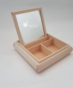 Cutie din lemn compartimentata cu oglinda.