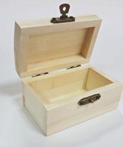 Cufăr din lemn cu închizătoare - 9x5 cm